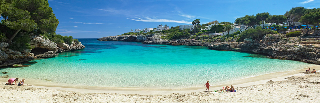 Beaches and swimmingpools majorca