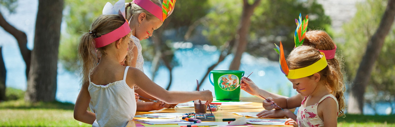 Children painting in the garden inturotel cala azul park