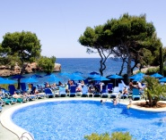 Cala Esmeralda hotel swimming pools